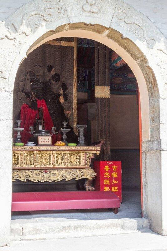 Статуя Лин Гуаня, монастырь Белого облака, Пекин
