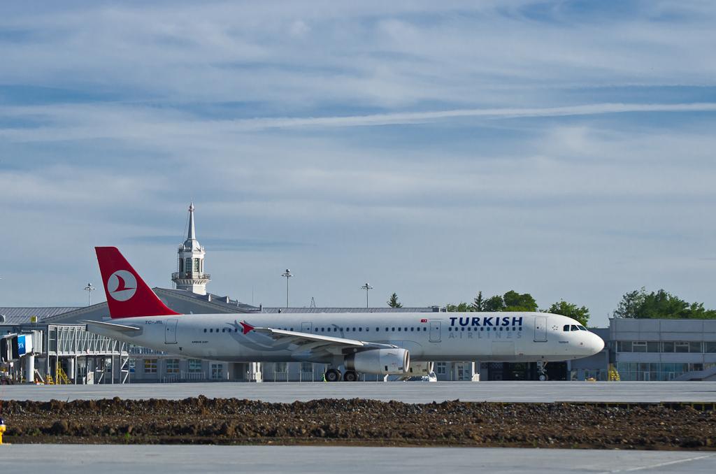 Турки заслонили наш аэропорт