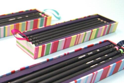 Коробки с карандашами