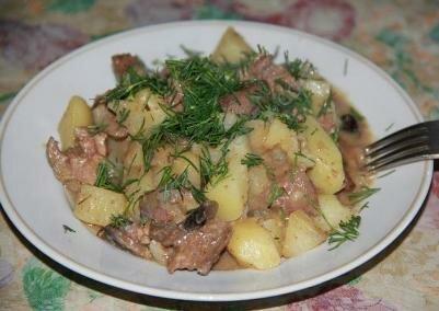 Печень с грибами и картофелем