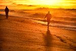 солнечная пробежка по пляжу
