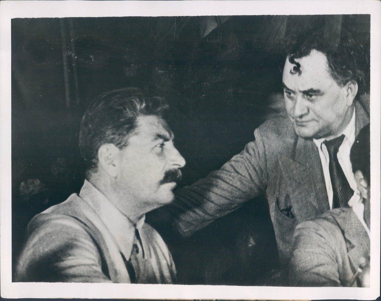 1935. Советский лидер Иосиф Сталин с министром иностранных дел Литвиновым