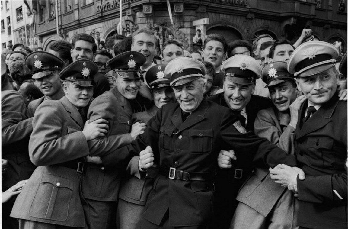 26 июня 1963. Оцепление на улицах города
