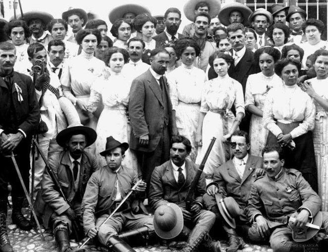 Francisco Madero ,  first president of Mexico at the beginning of the revolution (1911-1913), accompanied by his wife Sarah and a group of young revolutionaries