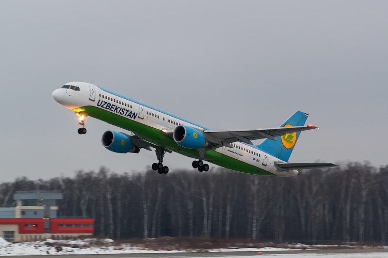 Boeing 757-231 (VP-BUI) Uzbekistan D803517