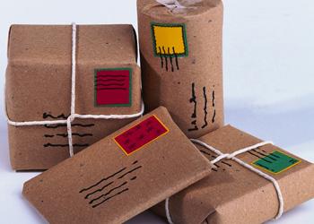 Молдавские гастарбайтеры присылают родным пакеты с подарками