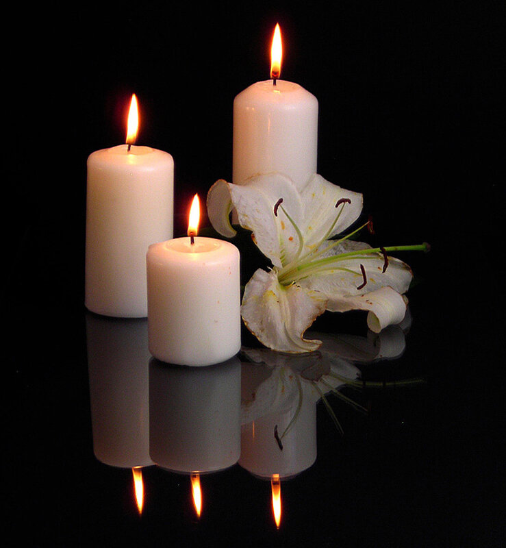 Так трепетно в ночи мерцают свечи...