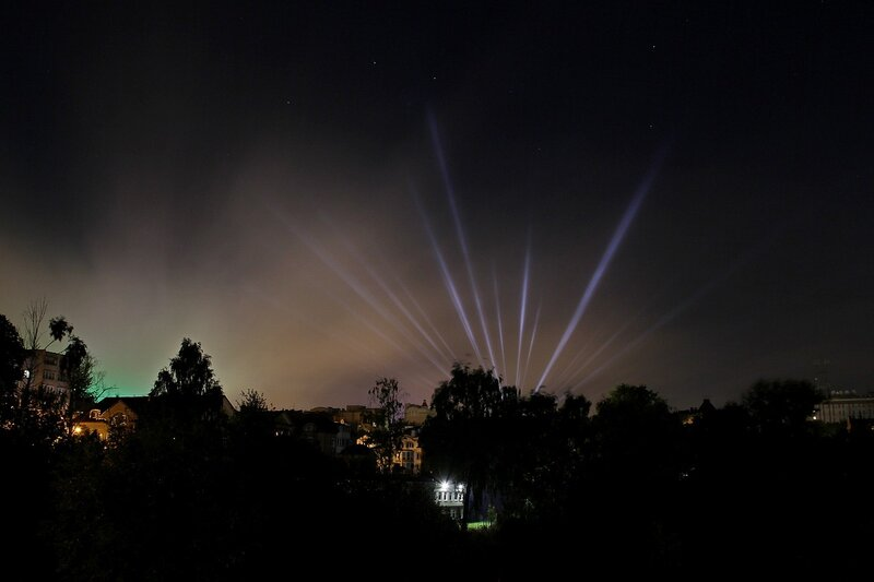 Лучи в небе ночного города IMG_7743