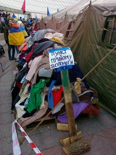 Пункт приема помощи для участников Евромайдана