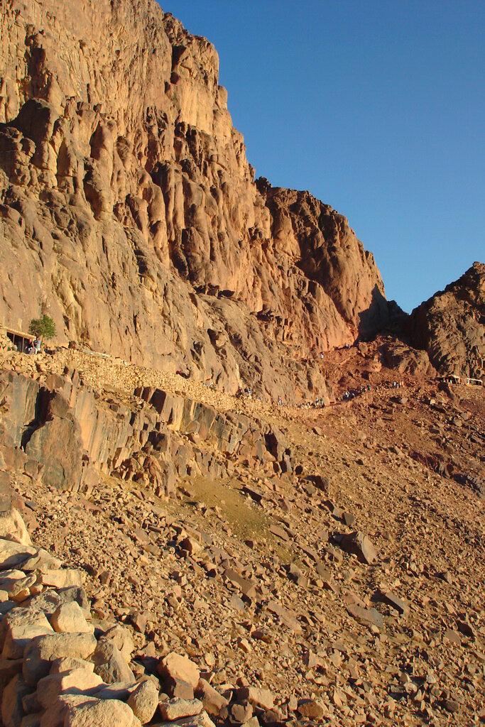 Фотография 13. Как мы поднимались на гору Хорив в Египте. Хорошо, что ночью китайцы не видели по каким тропкам они ехали верхом на верблюдах
