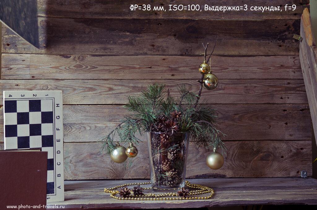 """Новогодний натюрморт, снятый при натуральном освещении от окна. Слева установлены """"генераторы прерывистой тени"""" в виде книг, коробки и пластикового листа. Камера Nikon D5100 с репортажным зумом Nikon 17-55mm f/2.8G."""