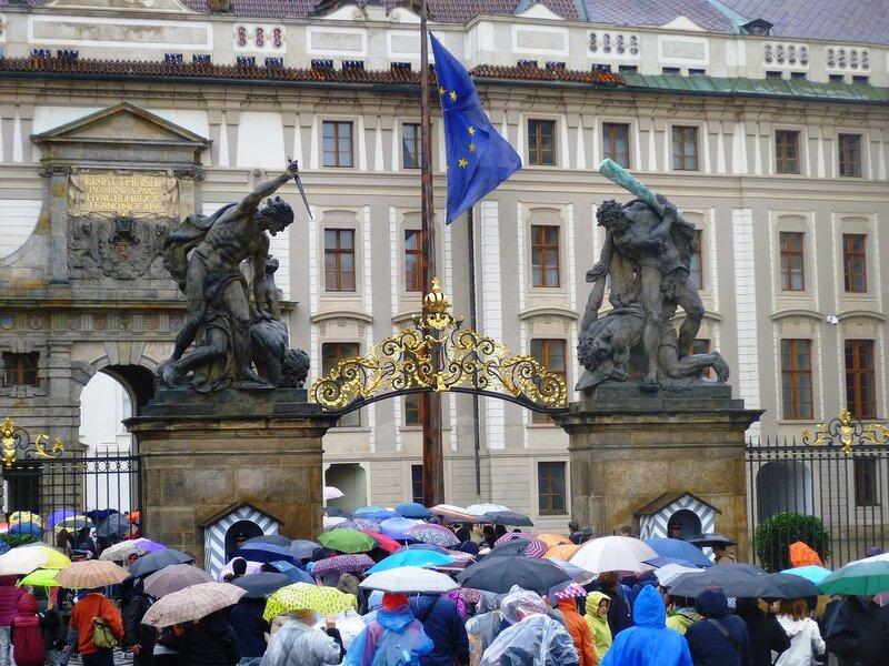 Чехия, Прага - ворота в Пражский Град (Czech Republic, Prague - Prague Castle gates)