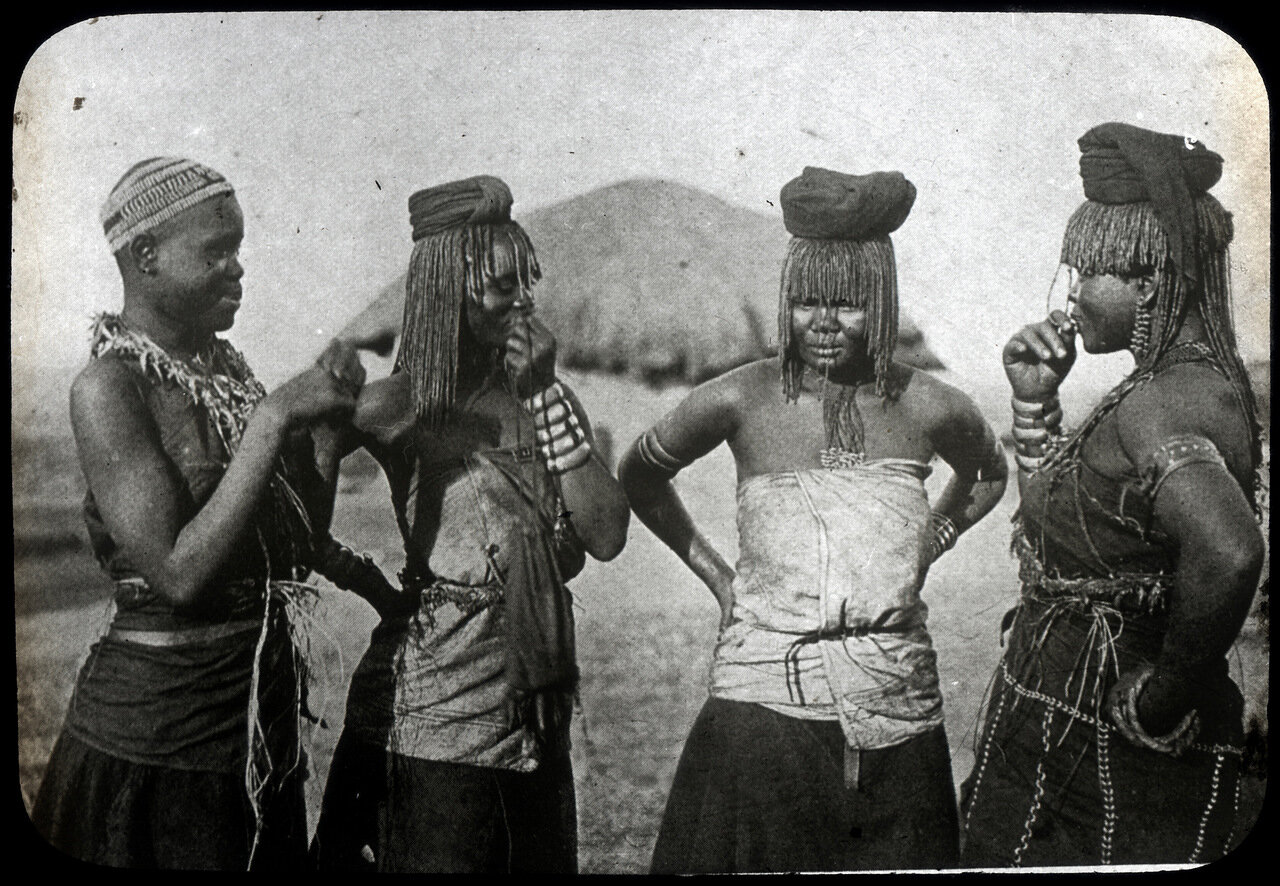 1910. Массаи