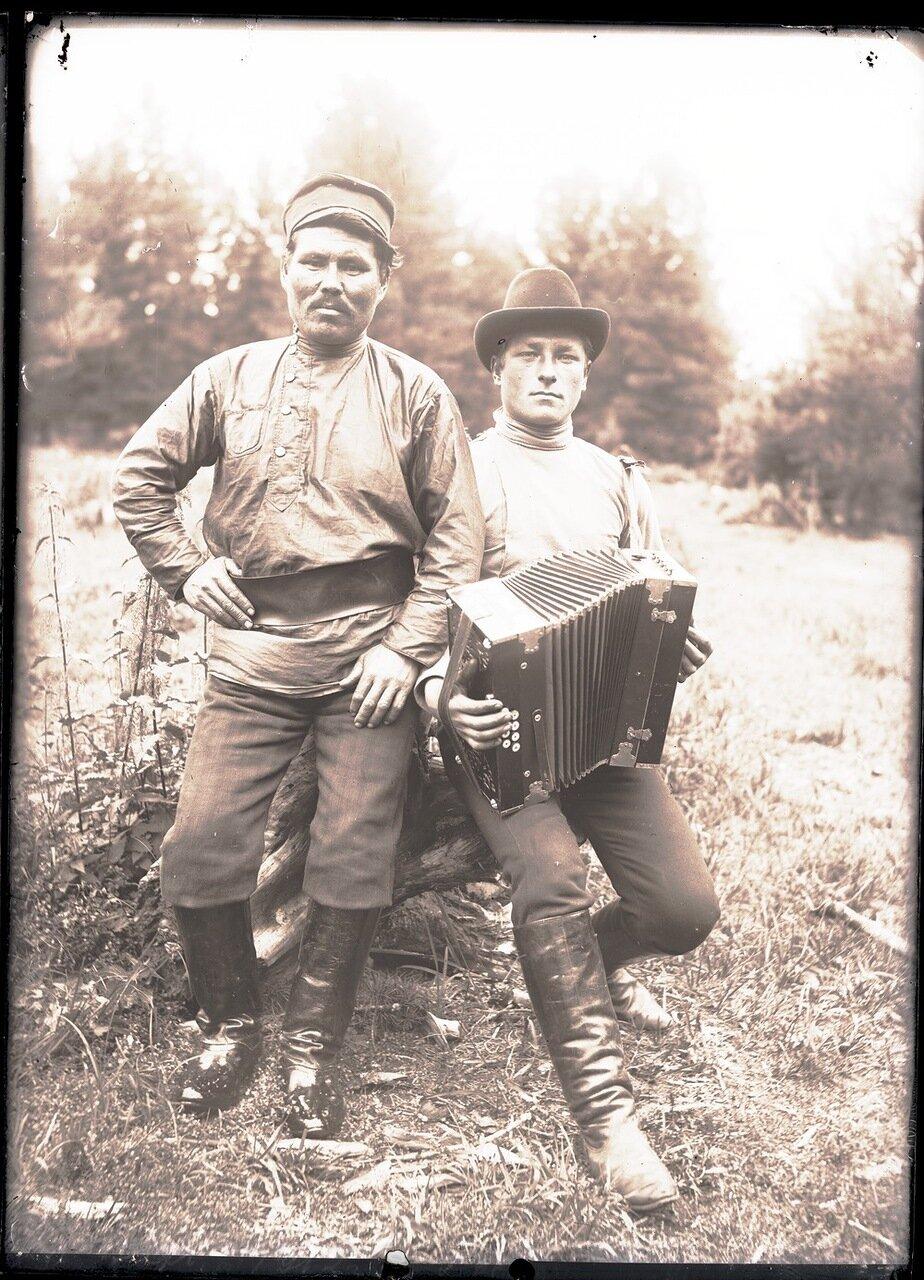 1912. Село Ларьяк. Русский и остяк