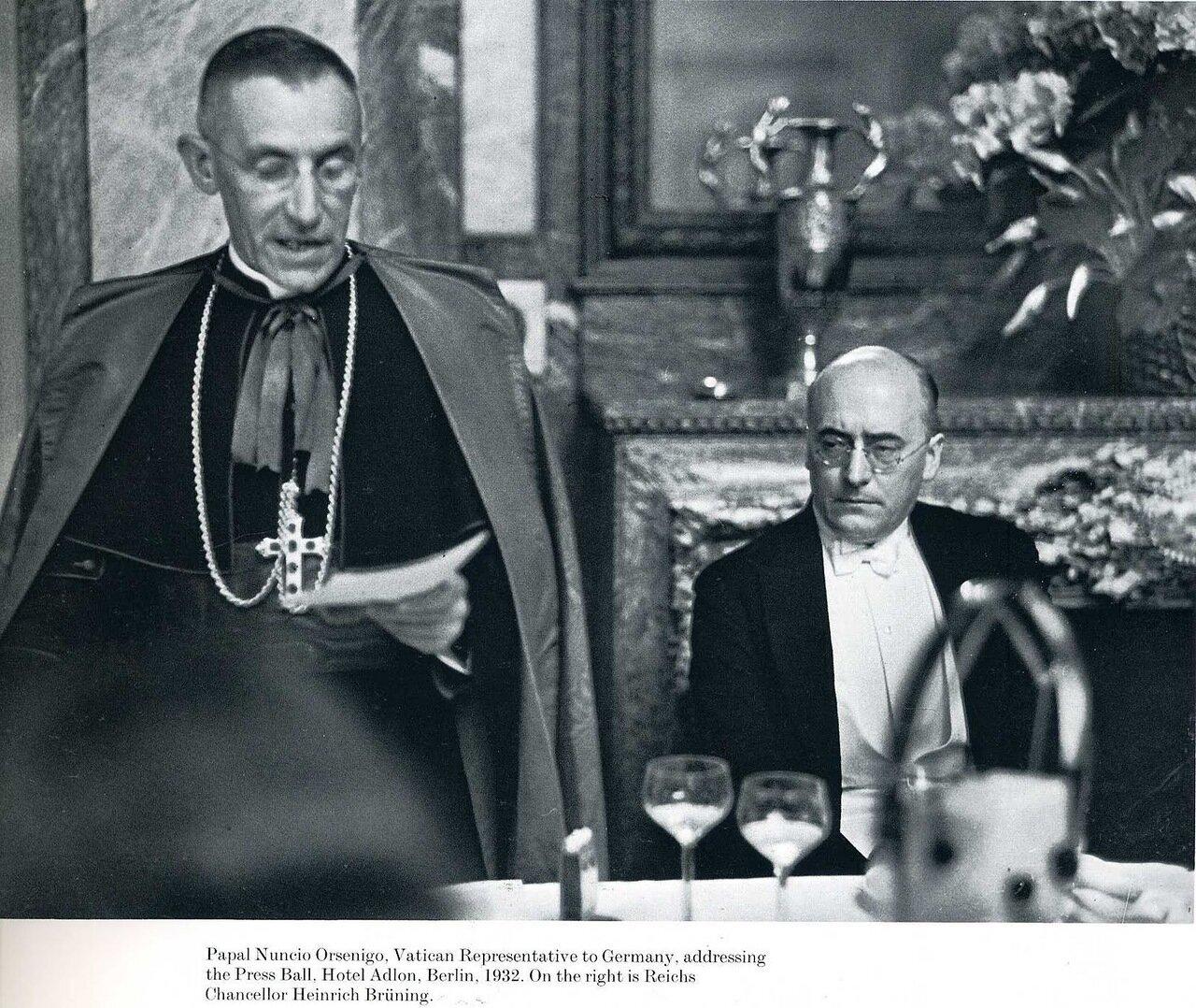 1932. Папский нунций Орсениго делает заявление для прессы