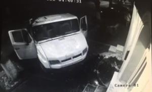 Три тонны фекалий сброшено перед офисом ЛДПМ в Кишинёве
