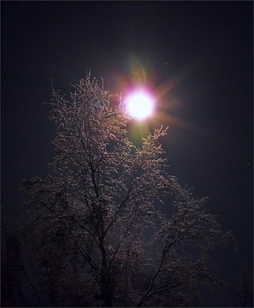 Твоим теплом согрета во мгле вселенской пустоты всего одна планета та где со мною рядом ты мелькают дни и лица огни витрин машин квартир в 15 фотография