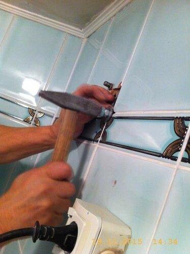 Загоняем стержень  в стену, груз удержит тяжеленный