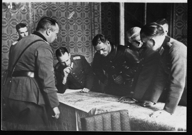 Officers Consider Demarcation of Poland, 1939