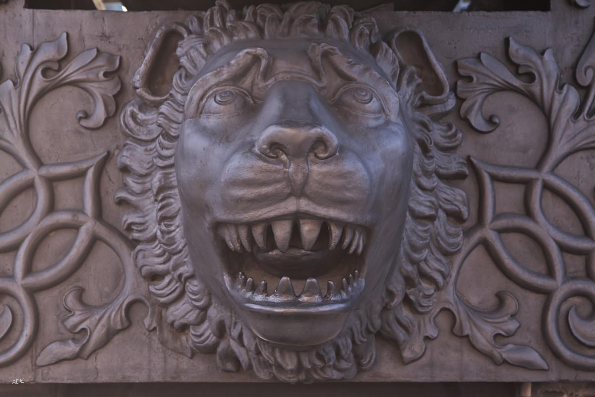 Голова льва на «Царь-пушке»