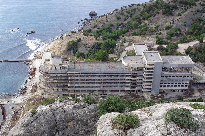 Красивая но недостроенная гостиница