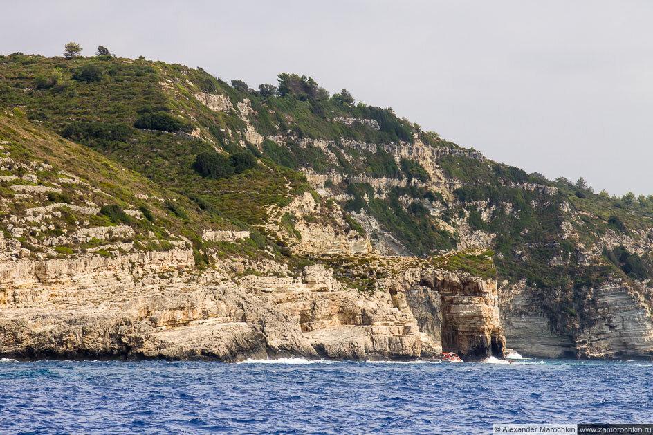 Естественная арка в скале. Остров Паксос