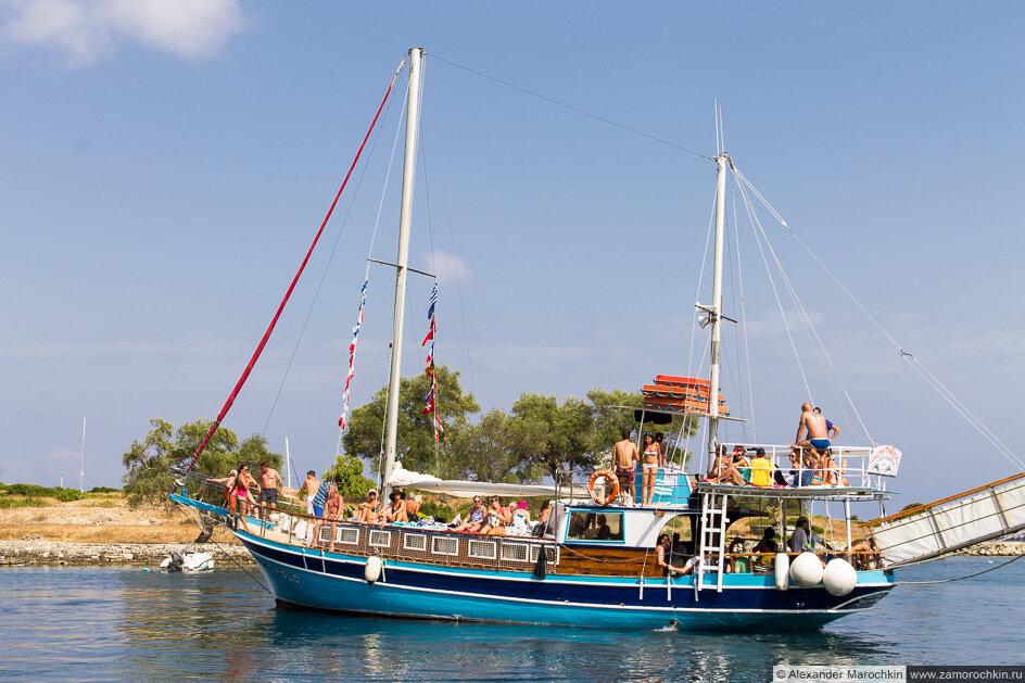 Прогулочная яхта. Порт Гайос, остров Паксос