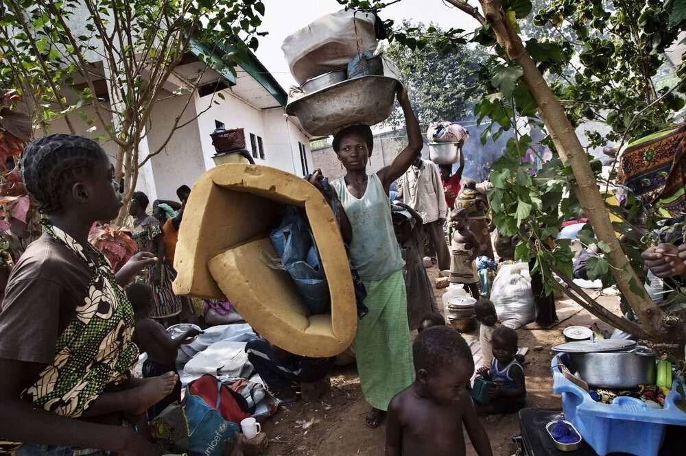Появление на территории переполненного лагере еще одной группы беженцев из числа местных жителей