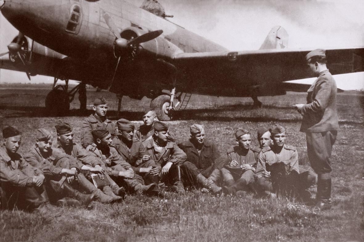 1943. Постановка задачи техсоставу 1 гв.апдд