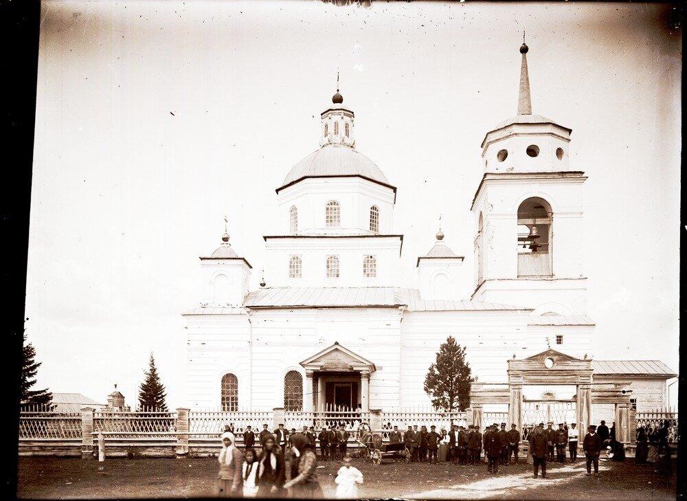 1912. Село Уват. Выход от обедни