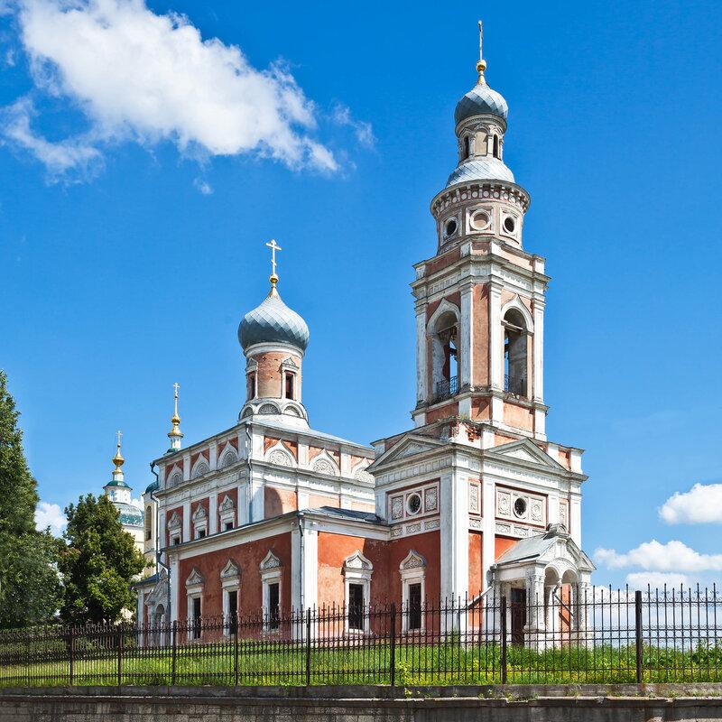Красная Успенская церковь