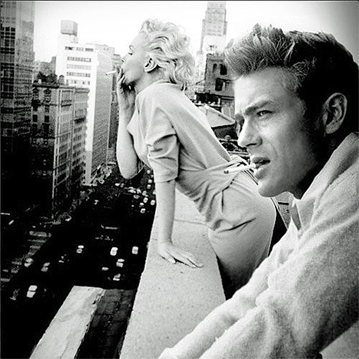 Джемс Дин и Мэрилин Монро курят на балконе в городе Нью-Йорке