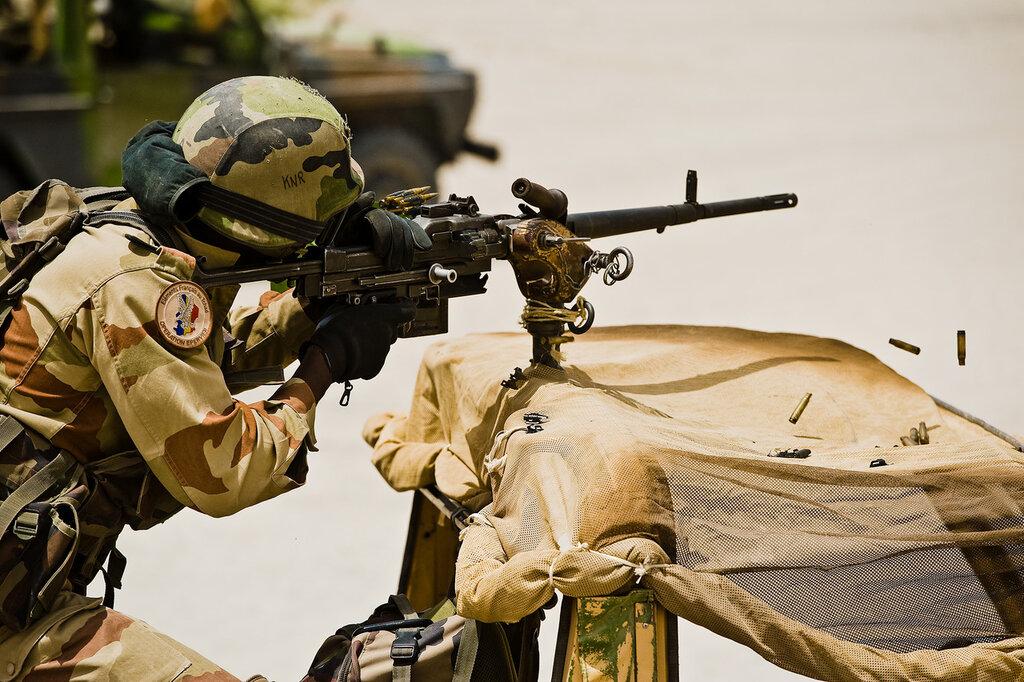 Tir fusil mitrailleur 7.62mm.