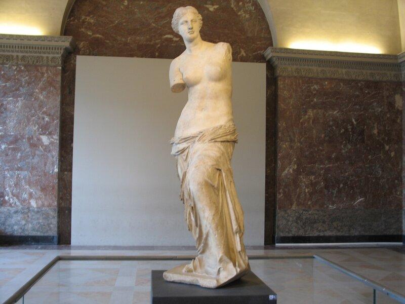 Венера Милосская и то что она держала в руках