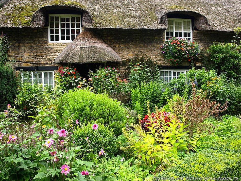 английский коттедж, английский деревенский сад, соломенные кровли. соломенные крыши, камышовые крыши, стиль английского коттеджа, заросший сад английского коттеджа, ландшафтный дизайн, ландшафтная архитектура, цветы, розы, великобритания, архитектура