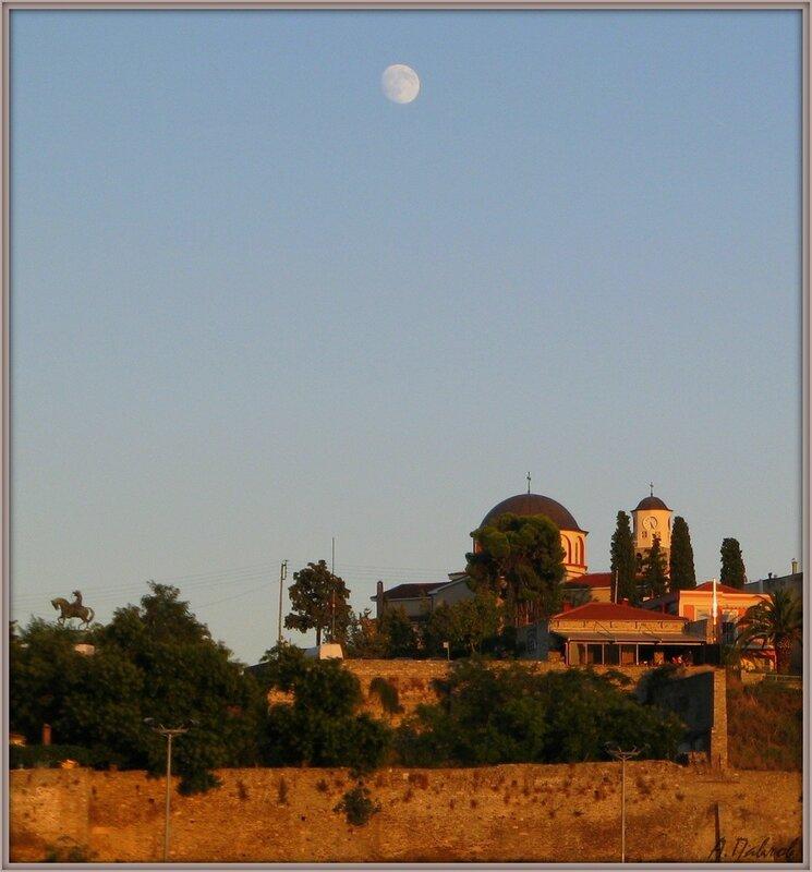 Кавала с моря - монумент М.Али и церковь Успения Богородицы.jpg