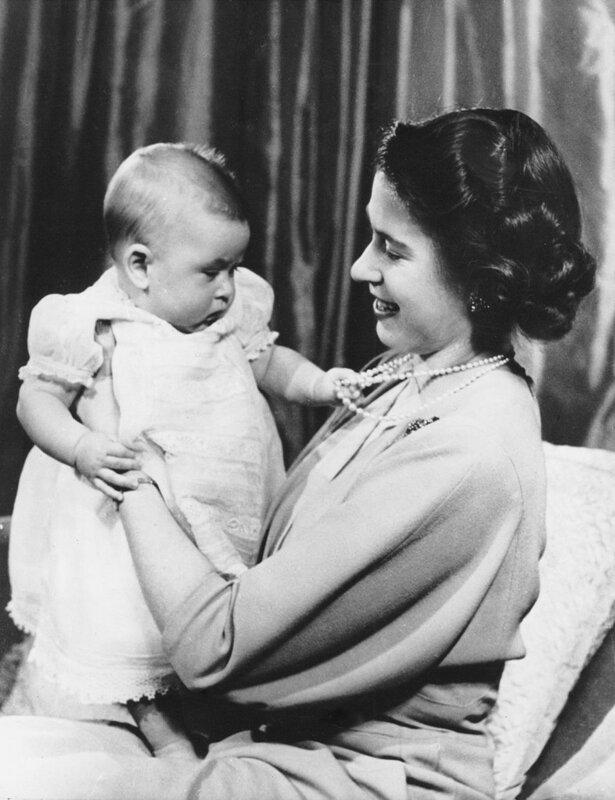 queen-elizabeth-baby-prince-charles-1949-787x1024.jpg