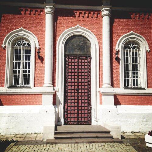 Двери Коломенского кремля