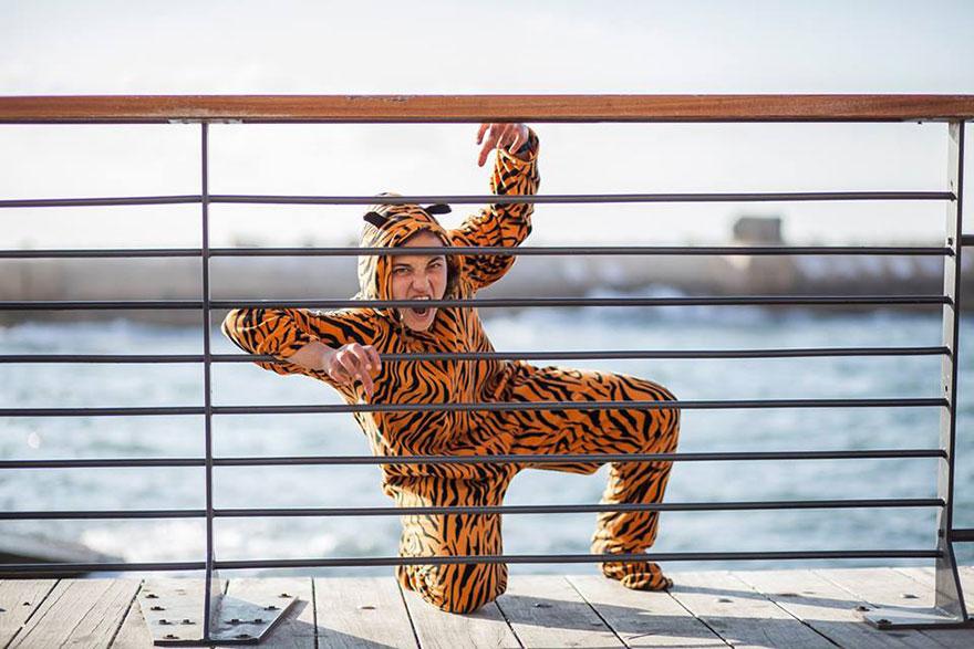 «Когда людей снимают в костюмах животных, за этим точно стоят вегетарианцы». Тигр Авигайль Пелег.