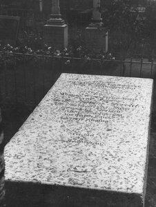 Вид надгробной доски.