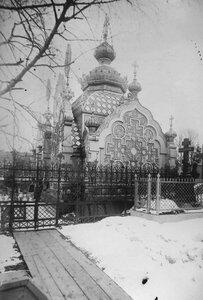 Часовня на Тихвинском кладбище Александро-Невской лавры.