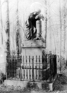 Выборгское римско-католическое кладбище. Могила итальянской певицы Анжелики Бозио (1829-1859) (памятник работы Пиетто Коста - 1860 г.)..