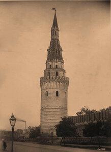 Вид на Водовзводную башню Кремля (построена в 1488 г. итальянским архитектором Антоном Фрязиным ). Москва г.