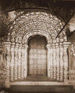 Вид наличника южной двери Воскресенского собора на Борисоглебской стороне. Ярославская губ.