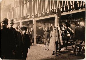 Солдаты в помещении склада авиароты (у запасных крыльев и фюзеляжей).