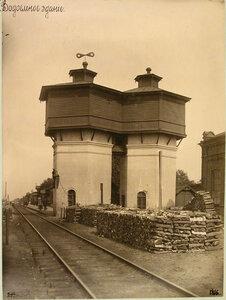 Вид на водонапорную башню у станции. Струги Белые