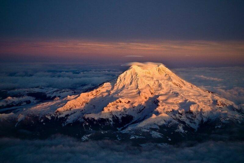 Гора Рейнір на заході сонця