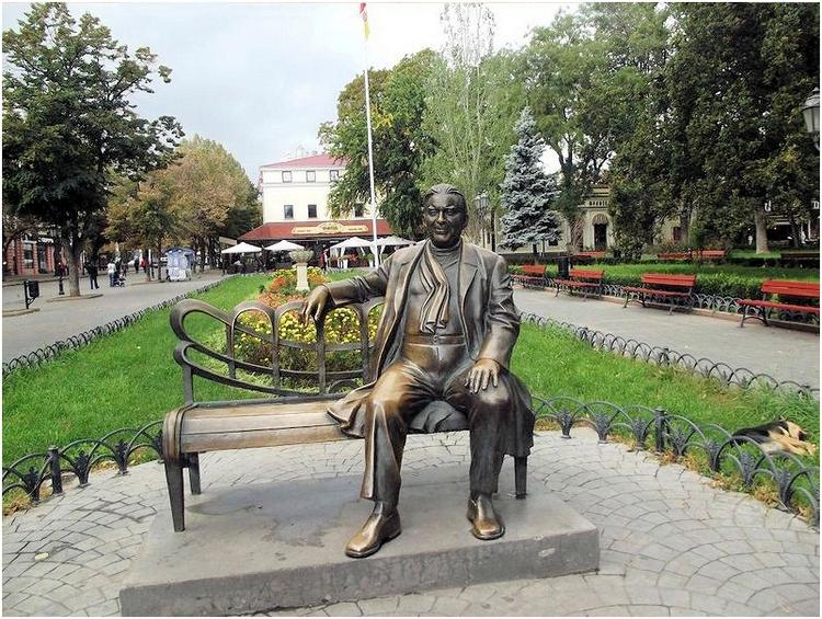 Памятник Леониду Утесову в Одессе