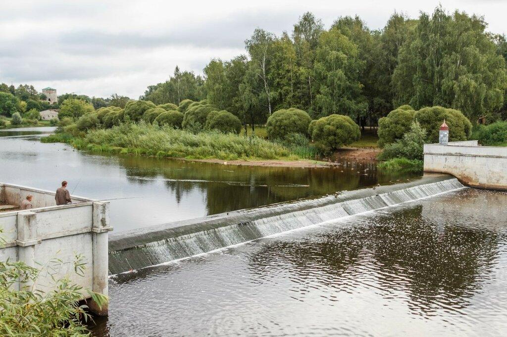 Плотина на реке Пскове и Гремячая башня