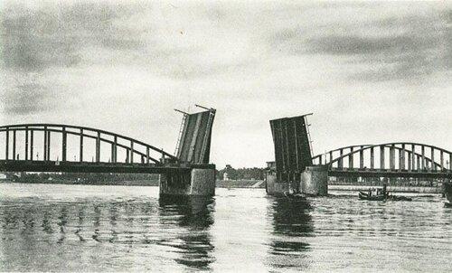 Новосаратовка. Пролеты Володарского моста.